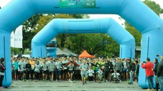 Kilómetros por otros: se corrió la maratón de la Bolsa de Comercio
