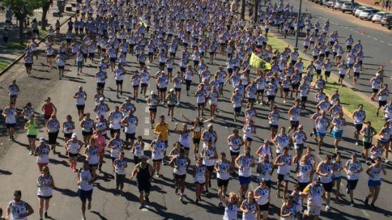 Una multitud copó Arroyito en el tradicional maratón canalla
