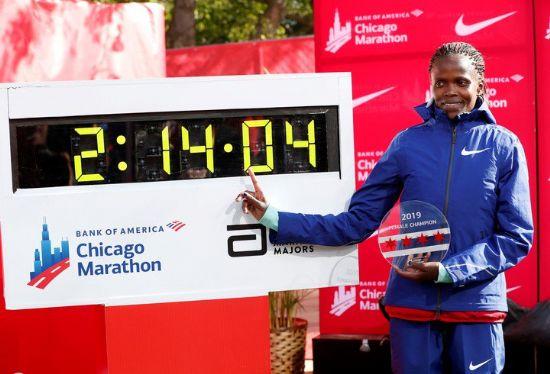 Brigid Kosgei rompe el récord mundial de maratón femenino en Chicago