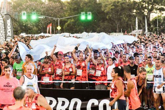 7000 atletas corrieron con la luna en la Nocturna Sonder Rosario